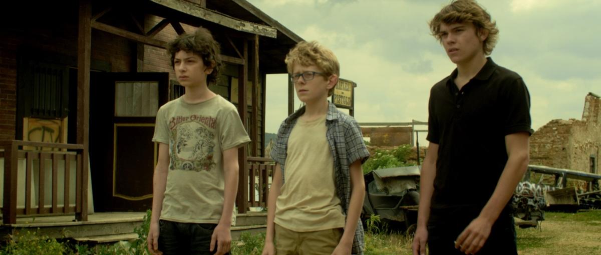 Among the living 2014 mr movie 39 s film blog for Inside french horror movie
